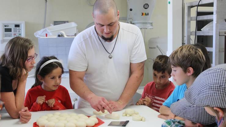 Der Besuch in der Bäckerei war eines der meistbegehrten Angebote des Ferienpasses Grenchen. Dieser geht am Freitag mit der Kinderdisco zu Ende. Es haben nicht weniger als 138 Kurse stattgefunden.