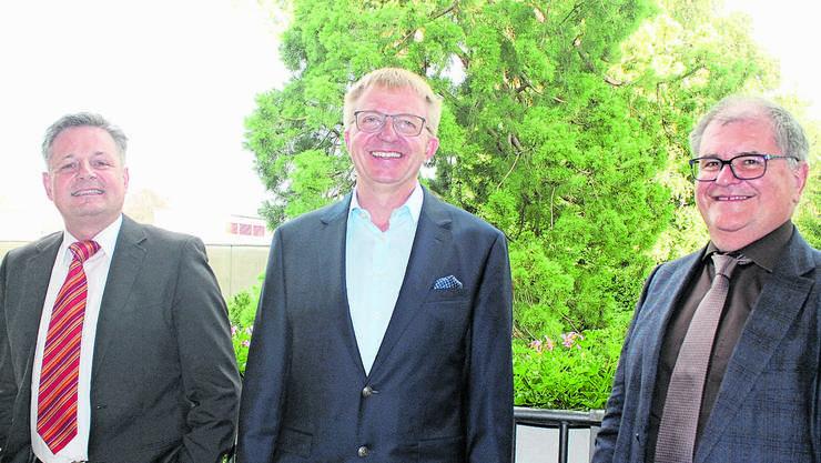 Der neue Vereinspräsident Felix Heiri flankiert vom abtretenden Andreas Kummer (links)  und Gesamtleiter Karl Diethelm.