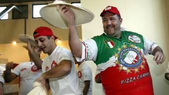 Show-Pizzaiolos zeigen, was sie können - aber nicht in der Pizzeria. Dort fehlen schon 6000.
