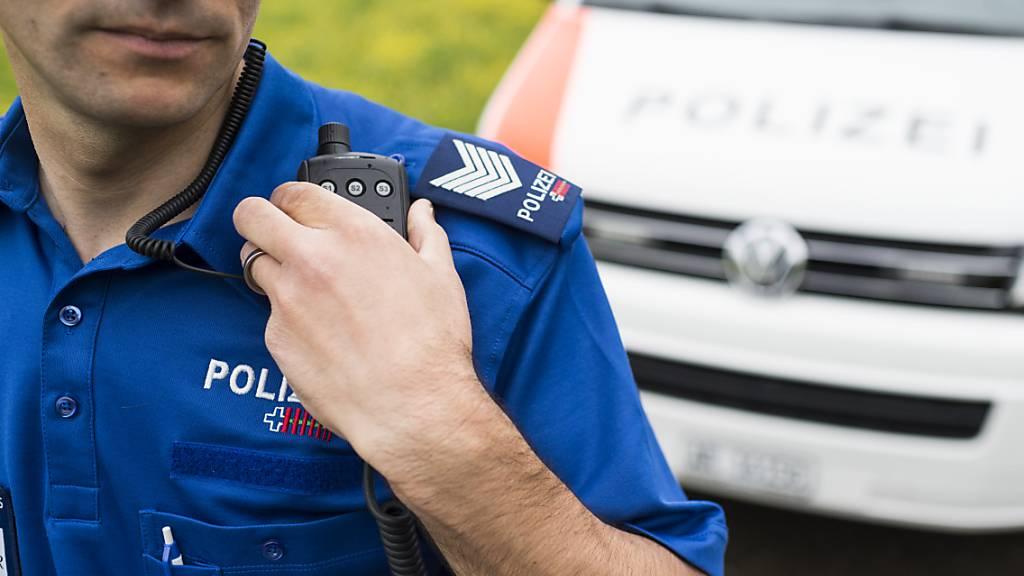 Eine Einsatzpatrouille der Kantonspolizei Appenzell Ausserrhoden konnte die mutmasslichen Diebe vor Ort festnehmen. (Symbolbild)