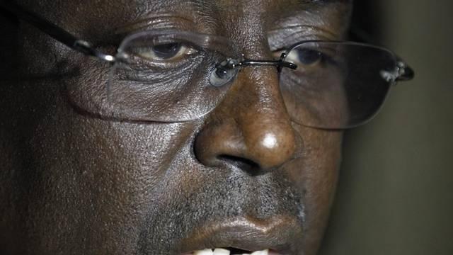 Abdoulaye Wades Herausforderer Macky Sall spricht zu den Journalisten