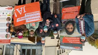 Das Lokalkomitee informiert auf dem Bifangmarkt in Olten.