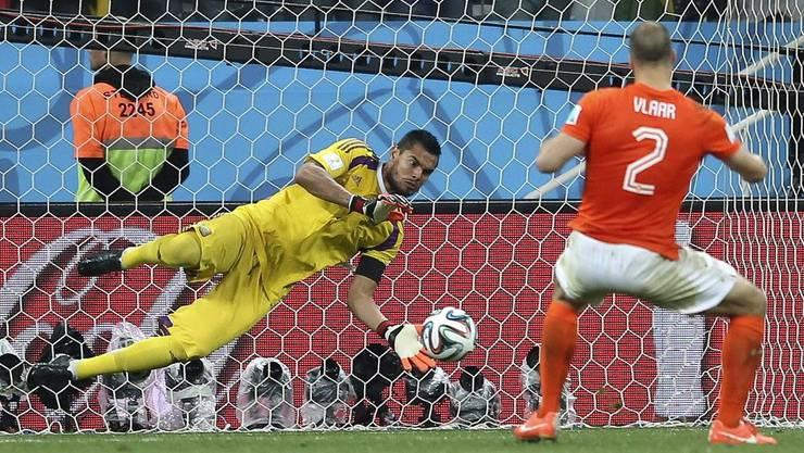 Romero hält den Penalty von Vlaar. Und dann...