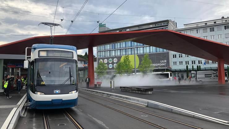 Das erste Tram erreicht den Schlieremer Stadtplatz