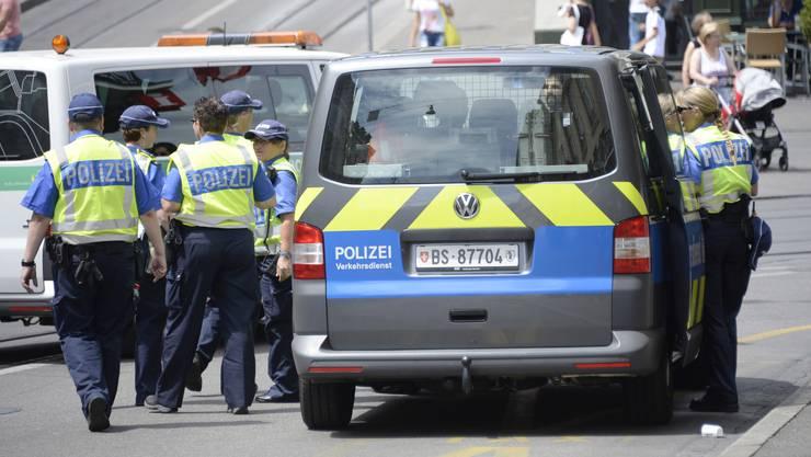 Die Kriminalstatistik zeigt: Die Basler Polizei ist mehr auf der Strasse präsent. So setzt sie sich auch mehr Angriffen aus.