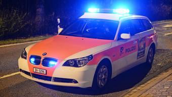 Die Kantonspolizei Zürich musste am Samstagabend einen Streit zwischen Eishockey-Fans unter Anwendung von Gummischrot und Pfefferspray schlichten. (Symbolbild)