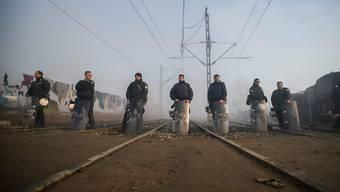Polizei-Barrikaden gegen Flüchtlinge in Griechenland: Auch Slowenien bereitet sich vorsorglich auf einen Anstieg der Flüchtlingszahlen auf der Balkanroute vor. (Archivbild)