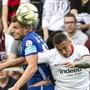 Pascal Schürpf (links gegen Eintracht Frankfurts Tuta) trägt Luzerns Captainbinde mit «grossem Stolz».