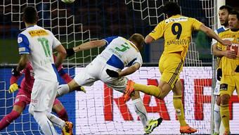 Dimitar Rangelov erzielt per Kopf das 1:0 für Luzern