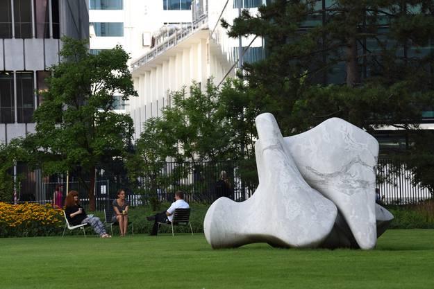 Skulptur von Roger Moore.