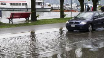 Überflutete Strasse am 1. Mai in Locarno (Archiv)