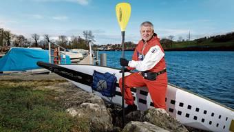 Roland Thomke wehrt sich gegen das Verbot von Stand-up-Paddles auf der Aare.