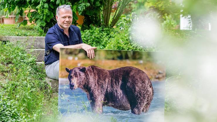 Fritz Moser aus Unterentfelden fliegt trotz seiner Lähmung immer wieder nach Alaska, um Bären zu fotografieren (Sandra Ardizzone)