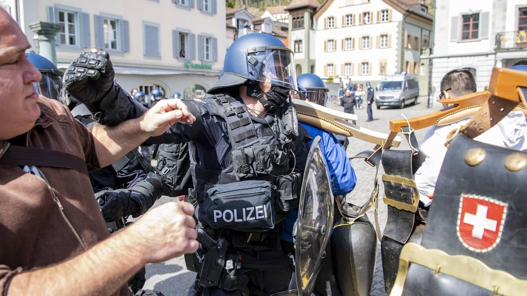 Bei den Demonstrationen gegen die Corona-Massnahmen kommt es immer wieder zu Angriffen gegen Medienschaffende.