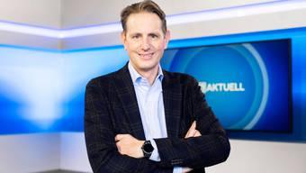 Oliver Steffen, Chefredaktor der CH-Media-Regionalsender,  im News-Studio von Tele M1 in Aarau.