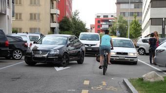 Sowohl Velofahrer als auch Fussgänger haben es nicht immer leicht in Dietikon. Nach dem Willen der Grünen soll sich das jetzt ändern.