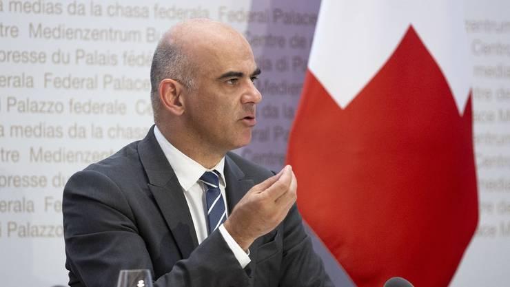 Gesundheitsminister Alain Berset erklärt vor den Medien, warum der Bund nicht zahlen soll.