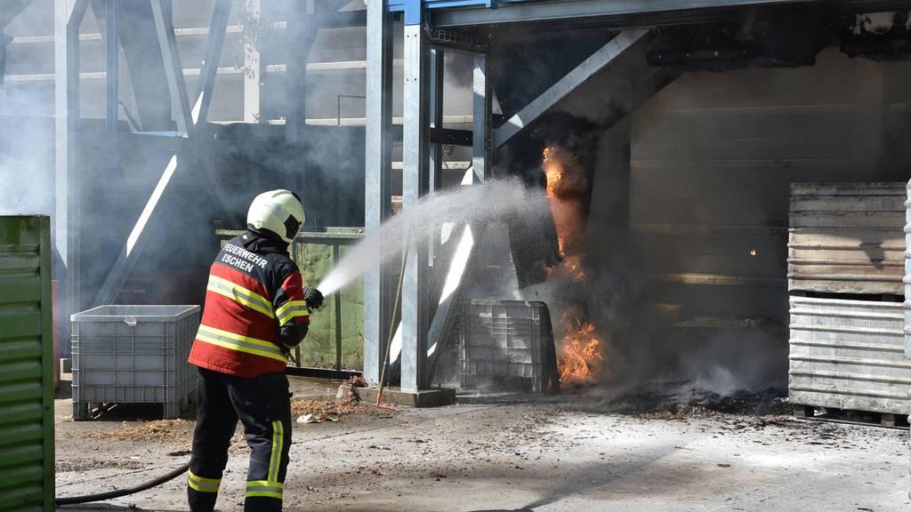 Eine Anlage in einem Recyclingbetrieb in Eschen hat am Freitagmorgen Feuer gefangen.
