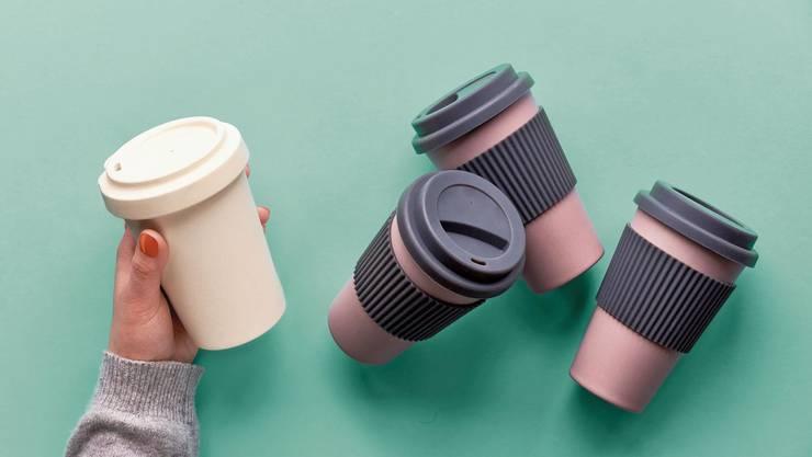 Bambusbecher sind nicht nur natürlich: Sie enthalten auch reichlich Kunststoffharz.