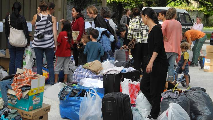 Im Kannenfeldpark sammelten gestern Helfer der Facebook-Gruppe «Basel hilft mit» Sachspenden wie zum Beispiel Kleider. Die Sachen werden nach Syrien verschifft.