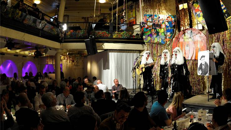 Bild aus alten Zeiten: Die «Bebbi Zigge» singen beim Zyschtigsbryys im Restaurant Atlantis um die Wette. Gesungen wird dort auch an der Fasnacht weiterhin – aber nicht mehr um die Wette.