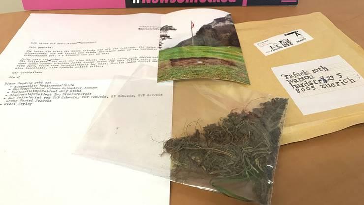 Der anonyme Brief mit dem Titel «Wir haben die Rütliwiese entführt», dazu ein Foto und ein Stück Wiese.