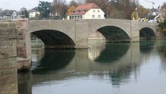 Der am weitesten gespannte Brückenbogen (Mitte) stellt an die Sanierer hohe technische Anforderungen und wird auch von unten her repariert.
