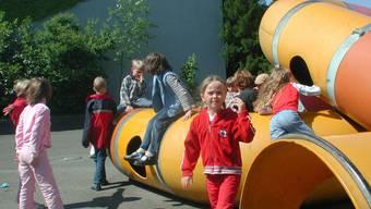 Die Schülertransporte vom Ortsteil Fahrweid nach Weiningen Dorf ins Schulhaus Schlüechti verursachten 2011 Mehrkosten von 8700 Franken. Die grosse Nachfrage bei den schulergänzenden Tagesstrukturen hat den Betreuungsaufwand um 9700 Franken erhöht.