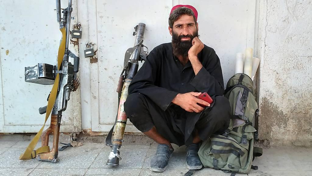 Die militant-islamistischen Taliban weiten ihren schnellen Vormarsch weiter aus. Mit Faisabad sei die Hauptstadt der nordöstlichen Provinz Badachschan in die Hände der Islamisten gefallen, bestätigten ein Provinzrat und ein Parlamentsvertreter der Provinz der Deutschen Presse-Agentur. Foto: Mohammad Asif Khan/AP/dpa