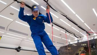 «Man versucht, sich festzuhalten, um nicht davonzudriften»: Nikolaus Kuhn von der Universität Basel während des Parabelflugs.