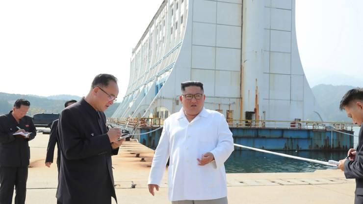 Nordkoreas Machthaber Kim Jong Un beim Besuch eines Tourismus-Ressorts im Kumgang-Gebirge. (Archivbild)