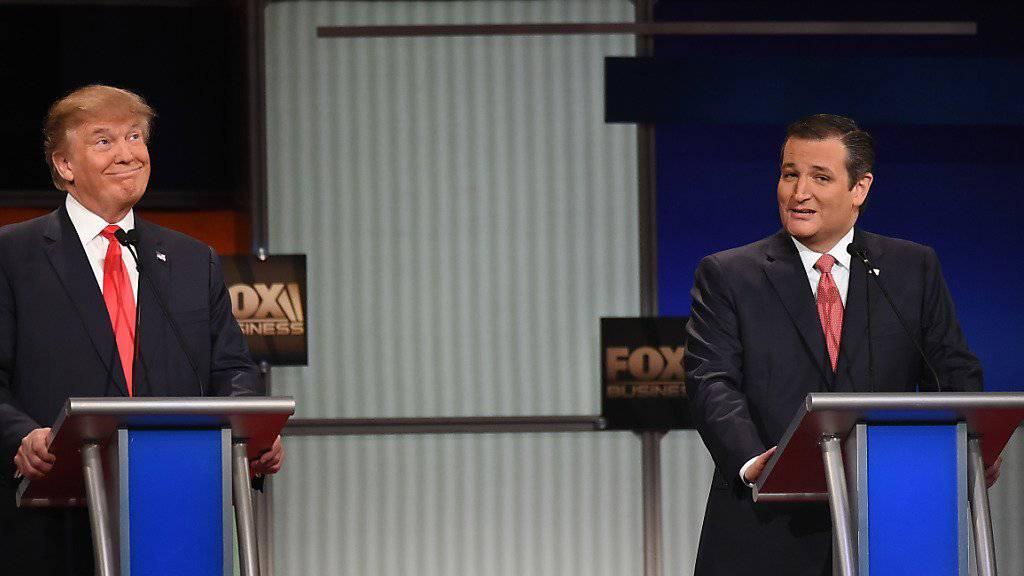 Der texanische Senator Ted Cruz (links) und Geschäftsmann Donald Trump lieferten sich an der Debatte in North Charleston einen heftigen Schlagabtausch. Beide wollen für die Republikaner US-Präsident werden.