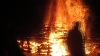 Am Sonntagabend brannte in Asp das Fasnachtsfeuer.