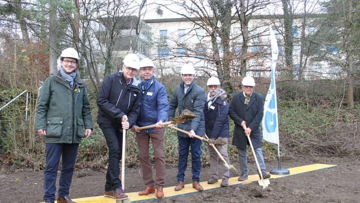 Am Spatenstich von links: Florian Füssl (Generalunternehmung),Jörg Mummenthey (Sunnepark-Chef), Peter Jäggi (ausführender Architekt) Christian Gyger (CEO Solviva), Giovanni Cerfeda (Verwaltungsrat Solviva) und Willi Gyger (Verwaltungsratspräsident Solviva)