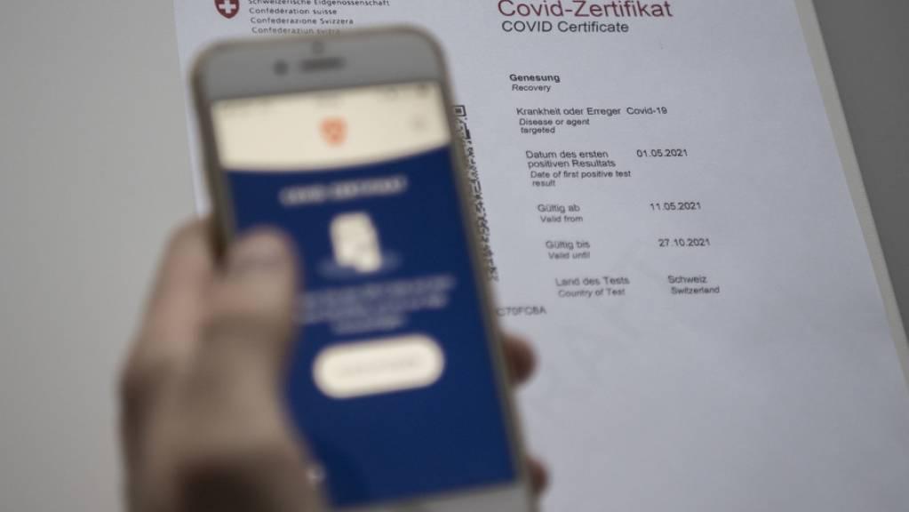 In den Kantonen Genf und Waadt wurden Hunderte gefälschte Covid-Zertifikate ausgestellt. Zum Teil wurden diese zu einem Preis von bis zu 400 Franken verkauft. (Symbolbild)