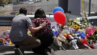 Es war das blutigste Wochenende in den USA dieses Jahr: 29 Menschen kamen bei zwei Amokläufen ums Leben.