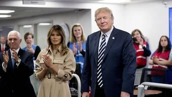 Zeigte sich nach einer Nierenoperation und mehrwöchiger Absenz wieder vor TV-Kameras: US-Präsidentengattin Melania Trump.