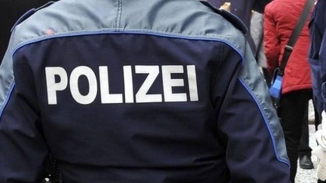 Die Polizei stellte drei Faustfeuerwaffen sicher (Symbolbild)