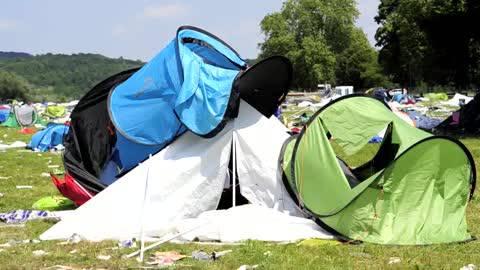Nach dem Openair Frauenfeld sieht es aus, als ob eine Bombe eingeschlägen hätte. Tonnenweise Abfall und weggeworfene Zelte.