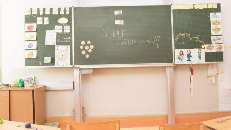 Ein verwaistes Klassenzimmer.