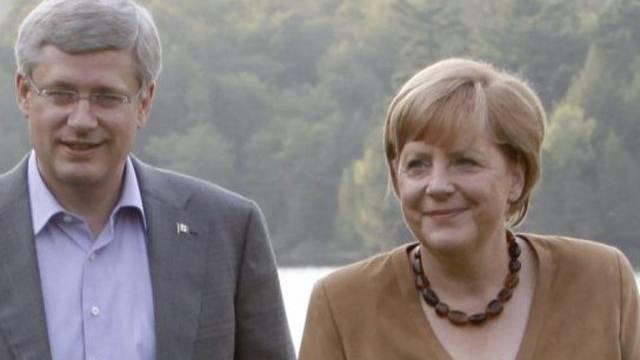Angela Merkel im Gespräch mit dem kanadischen Premierminister Stephen Harper