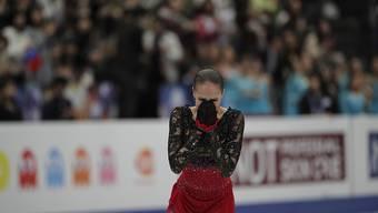 Nach der Kür fällt der ganze Druck von Alina Sagitowa ab