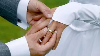 Für immer und ewig: Für eine langjährige, glückliche Partnerschaft braucht es mehr als das Gefühl der Liebe.