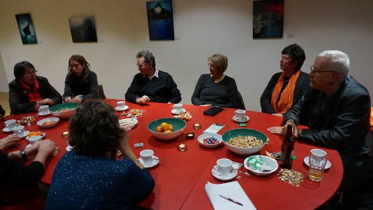 Zum Abschluss der Führung lädt Nikolaus Wyss zu einer gemütlichen warmen Teerunde im Gemeinschaftsraum des Eco-Faubourgs.jpg