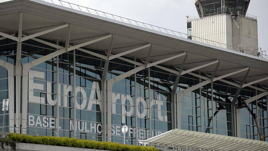 Ab Samstag werden im Flughafen Basel-Mülhausen Ankommende aus gewissen Ländern einem Corona-Test unterzogen.