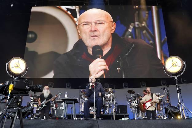 Phil Collins musste sein Konzert sitzend vortragen.