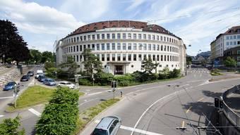 Die Zürcher Hochschule für Angewandte Wissenschaften entliess einen hohen Angestellten wegen Unterschriftenfälschung.