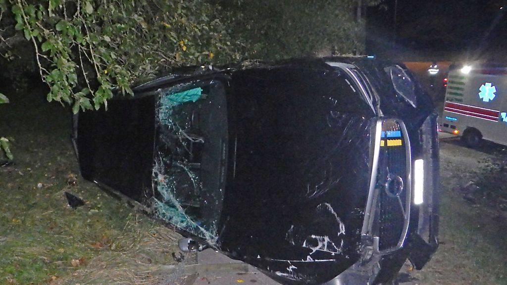 Auto mit betrunkenem Autofahrer überschlägt sich
