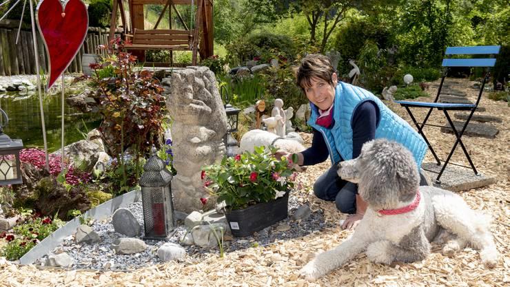 «Es ist ein richtiger Kraftort geworden»: Marlies Mörgeli auf dem von ihr initiierten Tierfriedhof.