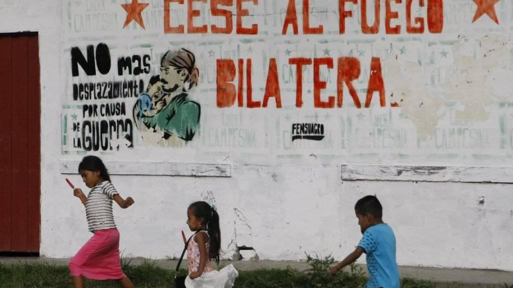 Der Wunsch der Bevölkerung von El Palo in Kolumbien ist wahr geworden: Seit Mitternacht gilt ein bilateraler Waffenstillstand zwischen der Regierung und der FARC-Guerillas.